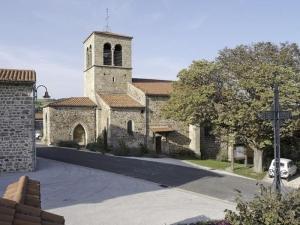 Eglise-paroissiale-Saint-Etienne-a-Essertines-en-Chatelneuf