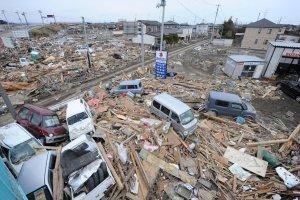 4vision-apocalyptique-de-la-ville-de-natori-devastee-le-14_1670216_1200x800