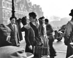 robert-doisneau-le-baiser-de-l-hotel-de-ville-paris-1950