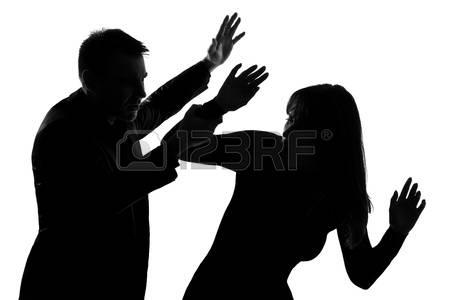 11611414-un-homme-caucasien-couple-et-une-femme-exprimant-la-violence-domestique-dans-le-studio-silhouette-is.jpg