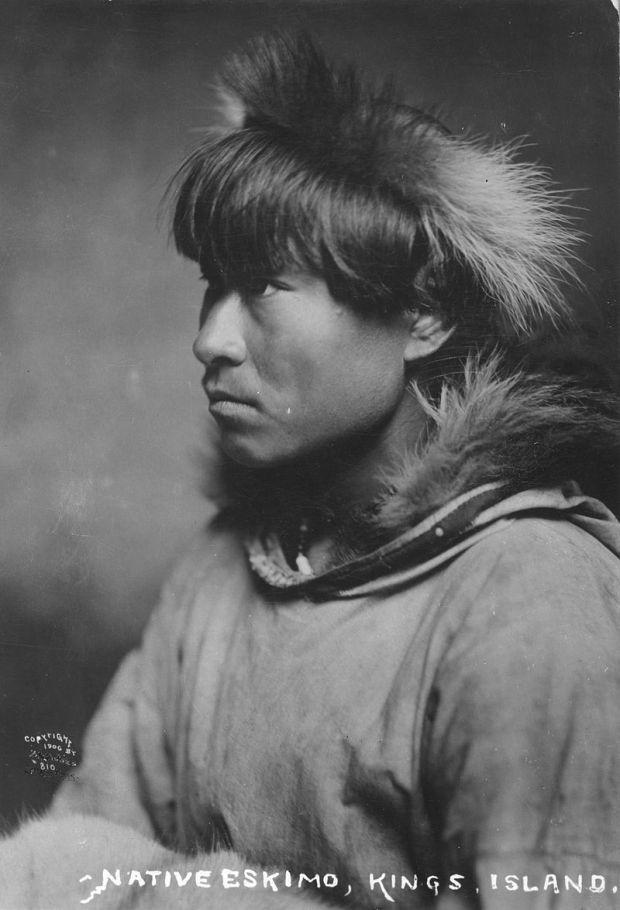 800px-Inuit_man_1906.jpg