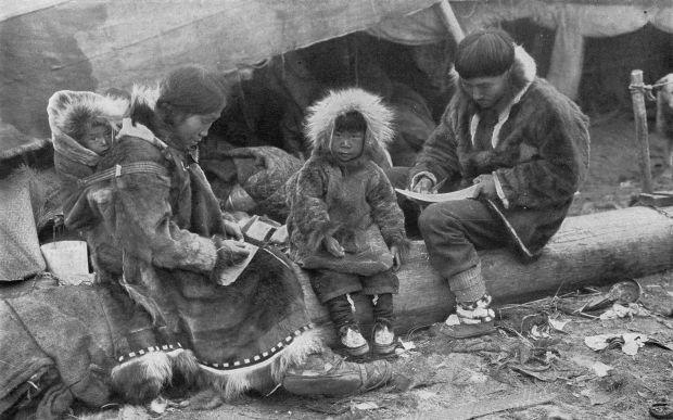 Eskimo_Family_NGM-v31-p564-1.jpg